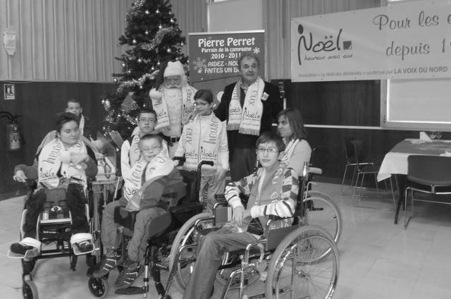Arras, Novembre 2010 - Pierre Perret était le parrain de la 64e campagne de l'édition 2010 Noël heureux avec eux fin 2010 à Arras.