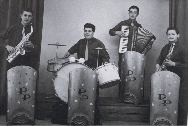 1947 Premier orchestre formé par Pierre Perret - De gauche à droite : André Montcamp, François Malvy, andré l'Espagnol et Pierre Perret