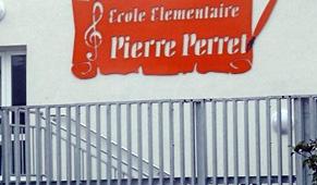 Inauguration le 29/04/2011 d'une école à St-Julien-les-Rosiers (30)