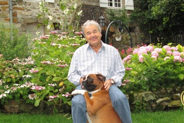 Pierre Perret et son boxer fou Filou