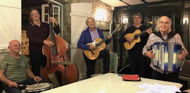 Pierre Perret et ses musiciens en pleine répétition