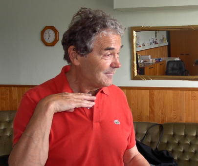 Pierre Perret en 2003 polo rouge